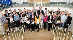 Die VWA Hamburg gratuliert ihren 35 Absolventinnen und Absolventen zum Abschluss. (Foto: VWA)