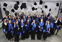 Hagener Absolventinnen und Absolventen feiern ihren Abschluss (Foto: Georg Lukas/VWA)
