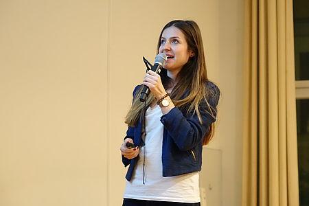 Claudine Oldengott berichtete als Gründerin von VeloEasy, einer Firma für Fahrradgaragen, an der VWA in Berlin (Foto: Alica Paeske, IHK Berlin)