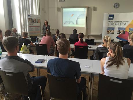 Startschuss für Darmstädter VWA-Studierende (Foto: VWA)